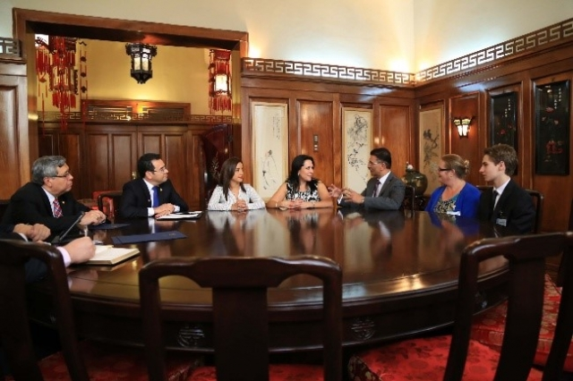 Open Wide Foundation meets Guatemalan president