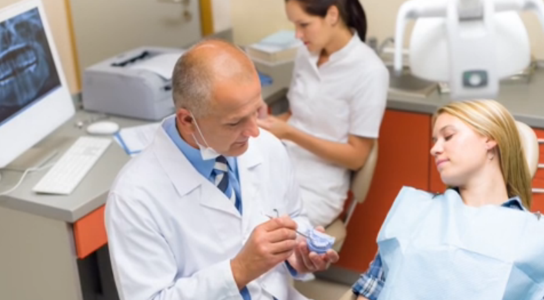 what is the role of a dental assistant